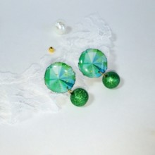 .... Well round Emerald earring. 。