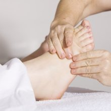 Foot treatment with Japanese herbal oil/compress