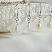 Flower pearl pierced earrings white (free shipping)