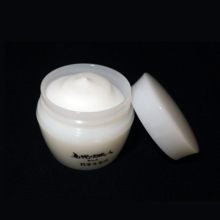 Dandruff from Japanese candle craftsmen (hand cream)