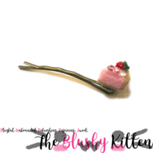 Strawberry Cream Pie Hair Pin - Felt Aksesori Miniatur Edisi Terbatas oleh Kitten Blushy {READY TO SHIP}