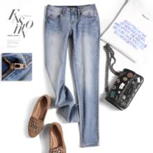 White jeans, thin women's feet, pants, 2019 spring